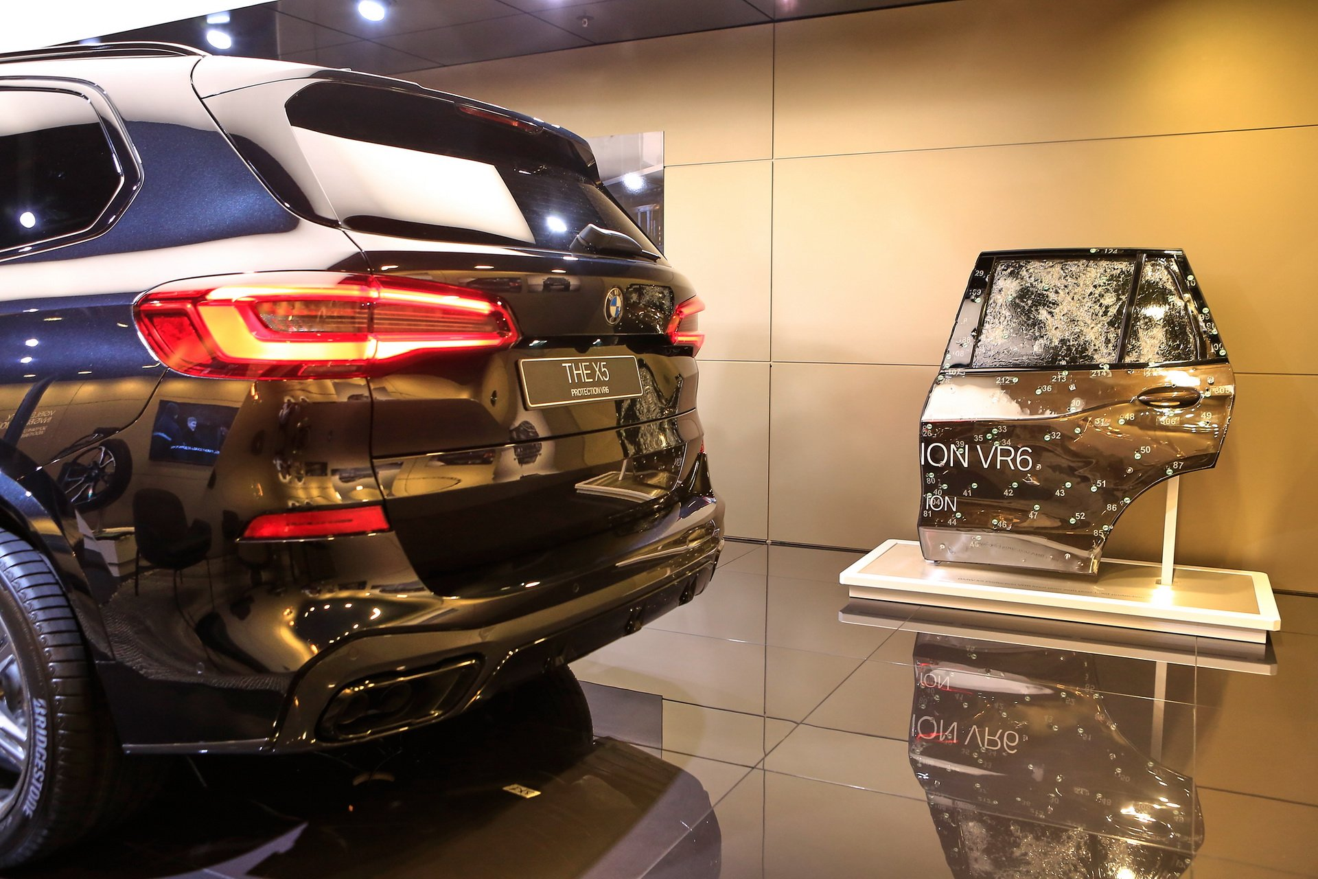 BMW Tesla Cybertruck (1)