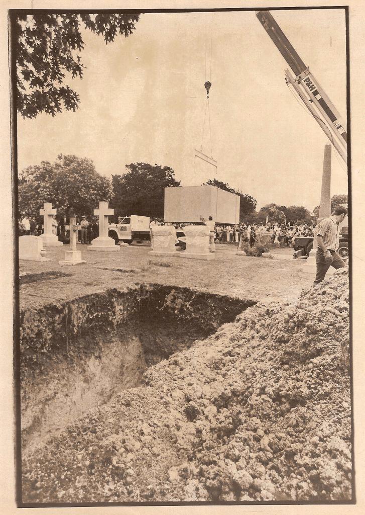 Locul de veci al Sandrei West, unde va fi inmormantata alaturi de un Ferrari 330 America s/n 5055 din 1964