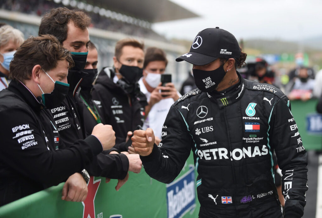 Lewis Hamilton, favorit să câștige o nouă cursă