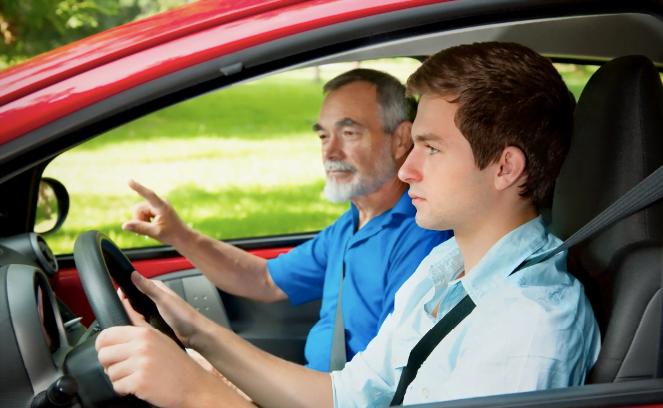 Cât durează școala de șoferi