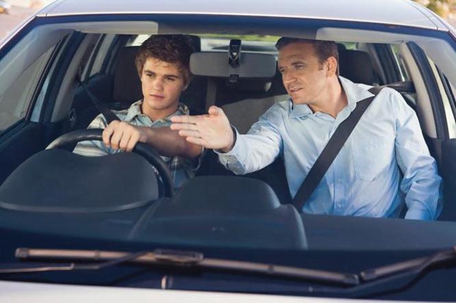 Cum poți să devii instructor auto? Cum te poți autoriza și atesta!