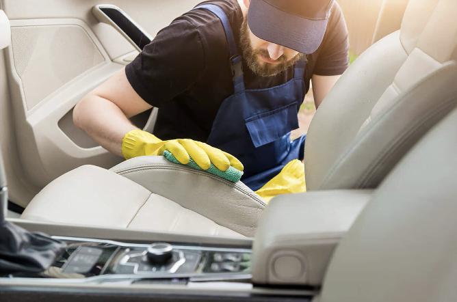 Top 10 sfaturi pentru curățarea tapițeriei auto din piele