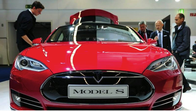 Cât costă o Tesla în România?